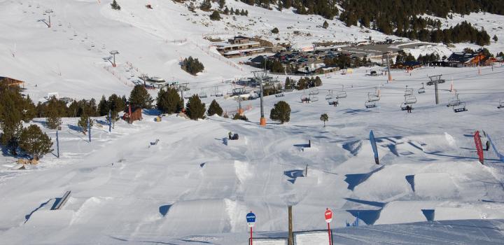 Snowpark in Grau Roig